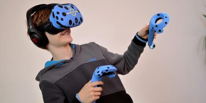 VR headset a ovladače HTC Vive